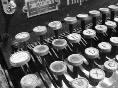 machine-ecrire-raphac3abl-lussier
